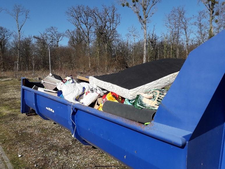 Bild 2 - illegale Müllentsorgung Rheinmünster